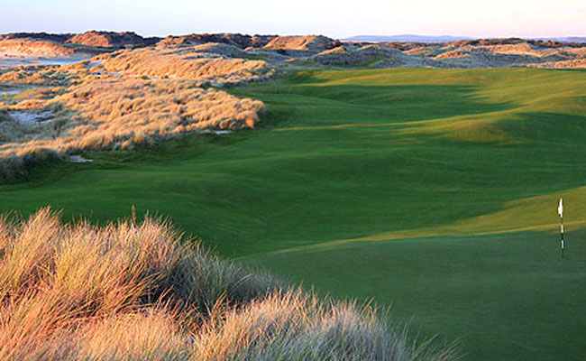 18th hole at Barnbougle Dunes - Barnbougle Dunes - Golf Travel in New Zealand and Australia