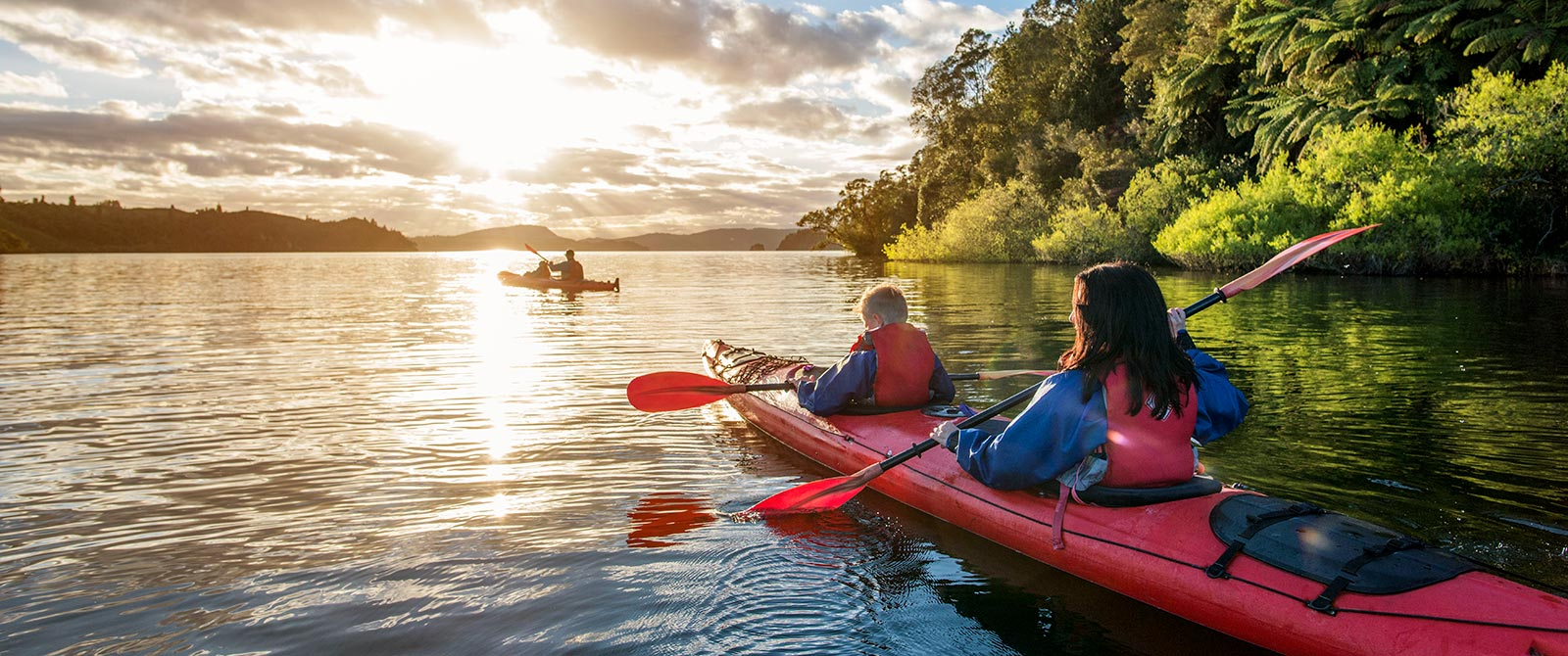 Kayaking on Lake Rotoiti, Rotorua - Book Your Trip to New Zealand - New Zealand Travel Agency