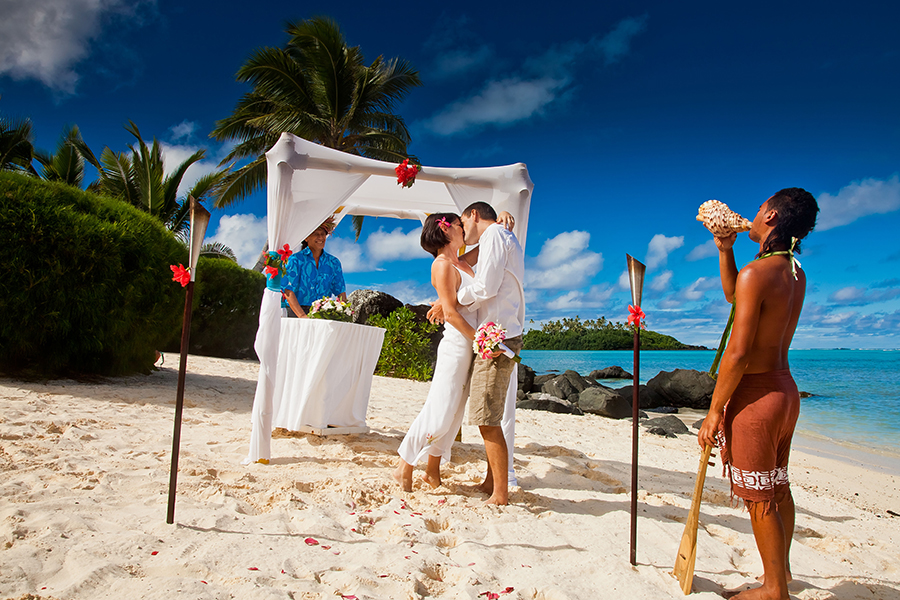 sm-fri-6-22-wedding-cook-island-te-manava-900x600