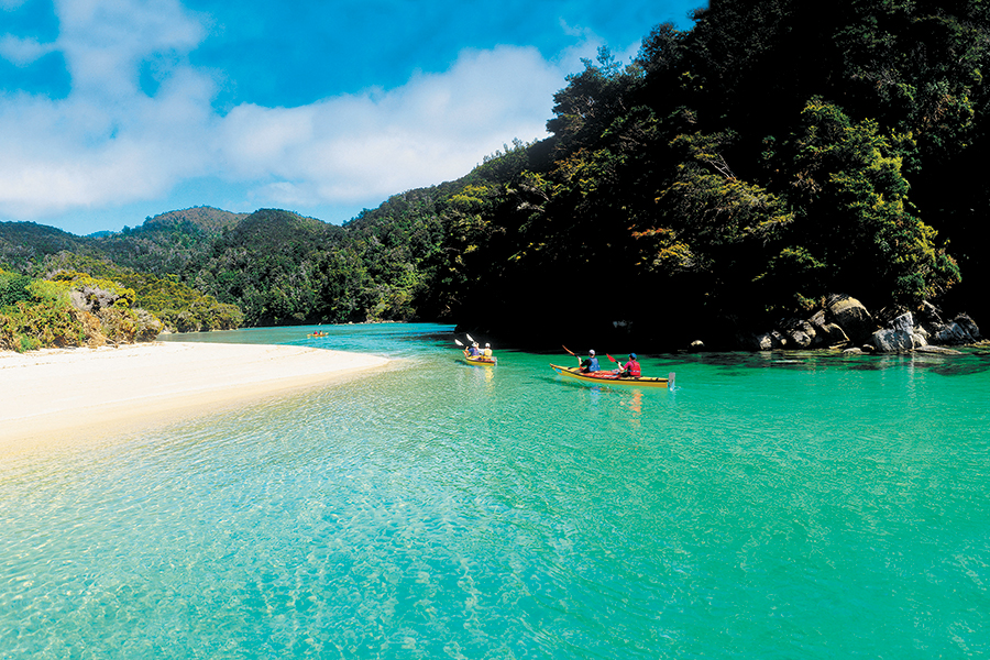 sm-10-aug-tues-sea-kayaking-abel-tasman-900x600