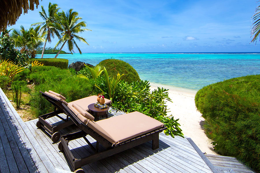 sm-05-oct-thurs-cook-islands-ultimate-beachfront-villla-lagoon-and-deck-te-manava-luxury-spa-900x600
