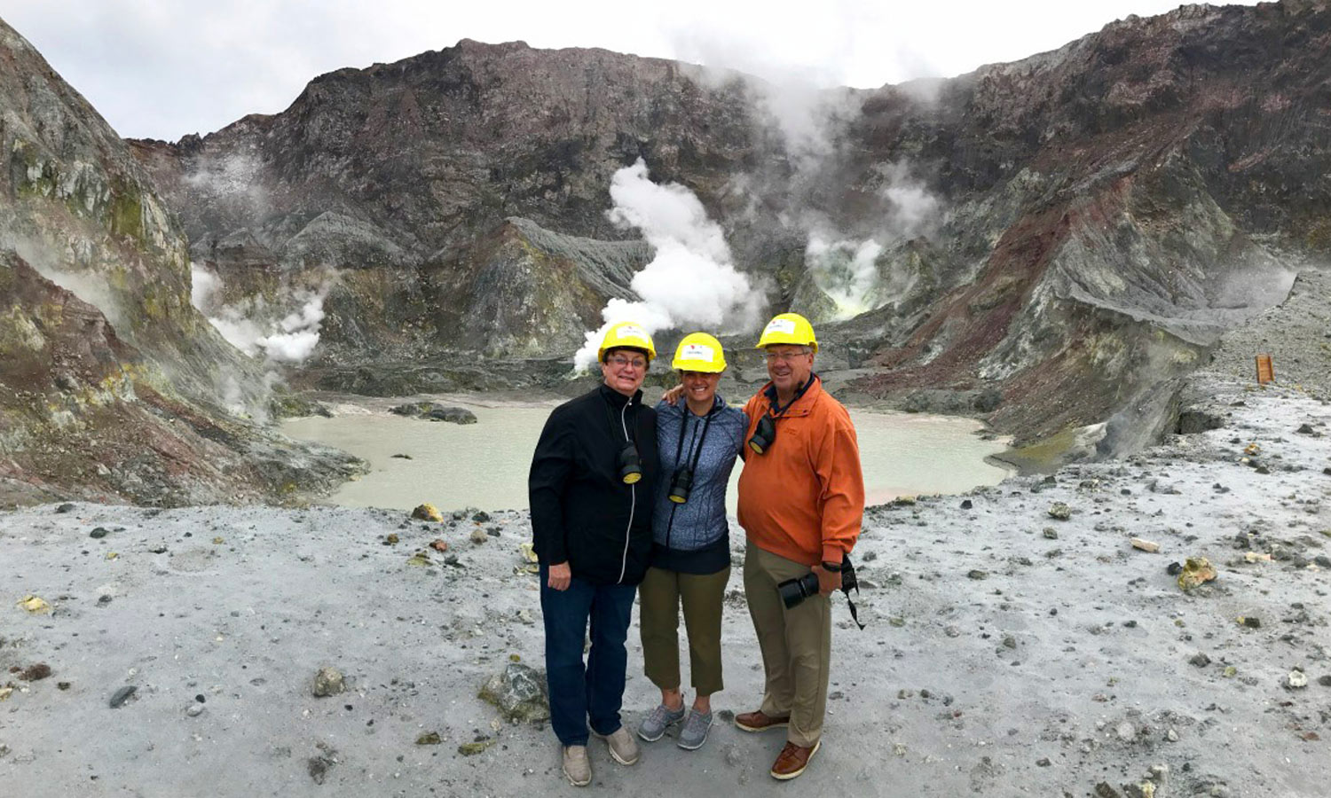 White Island Helicopter Tour - Hiking on an Active Volcano - New Zealand Travel Agents