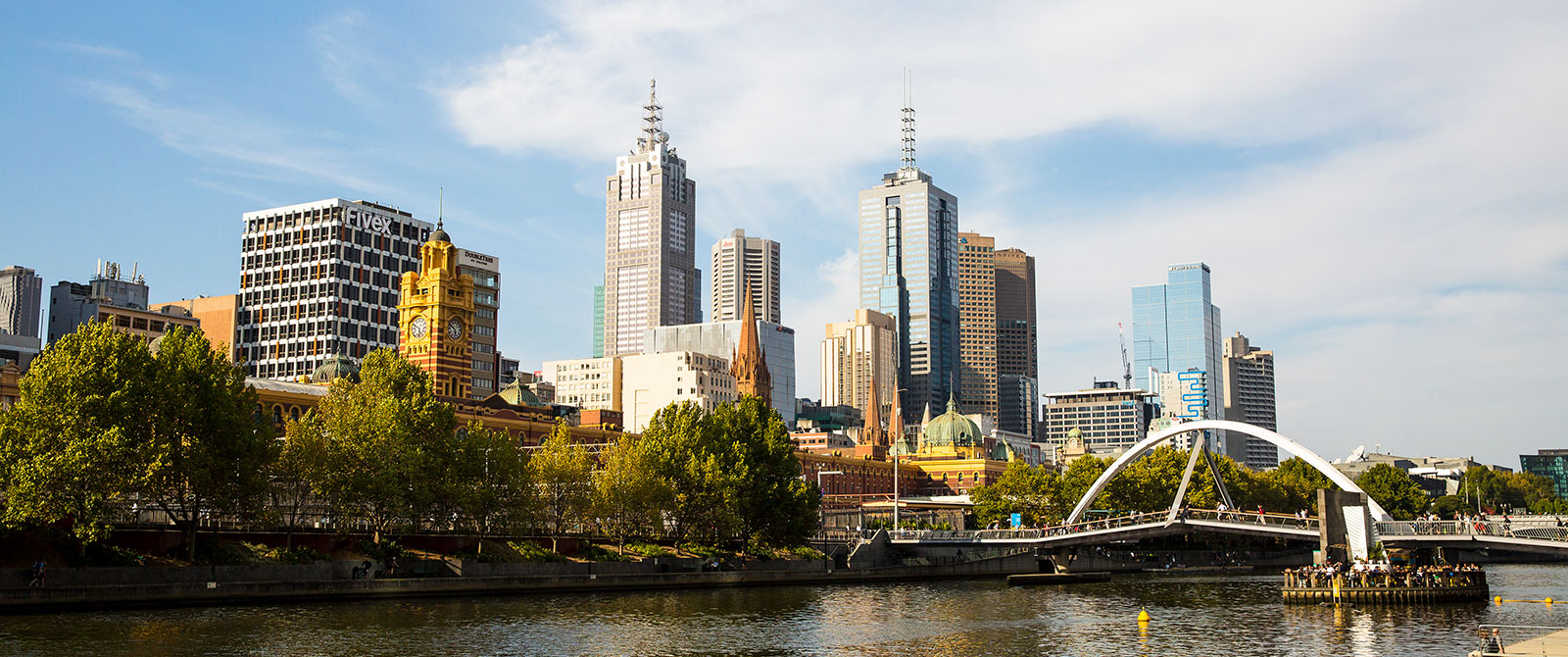Melbourne Luxury Tour - City Skyline on the River